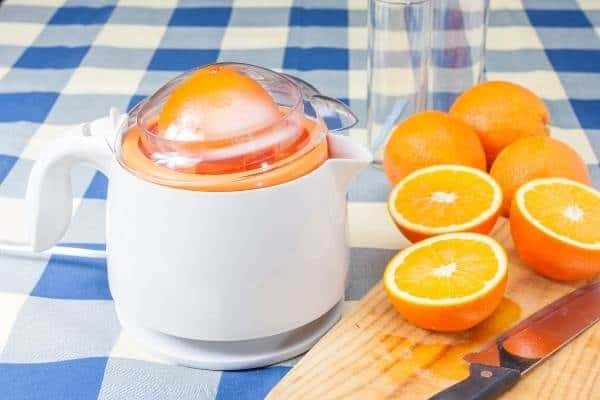 how to make orange juice using kitchen untensils